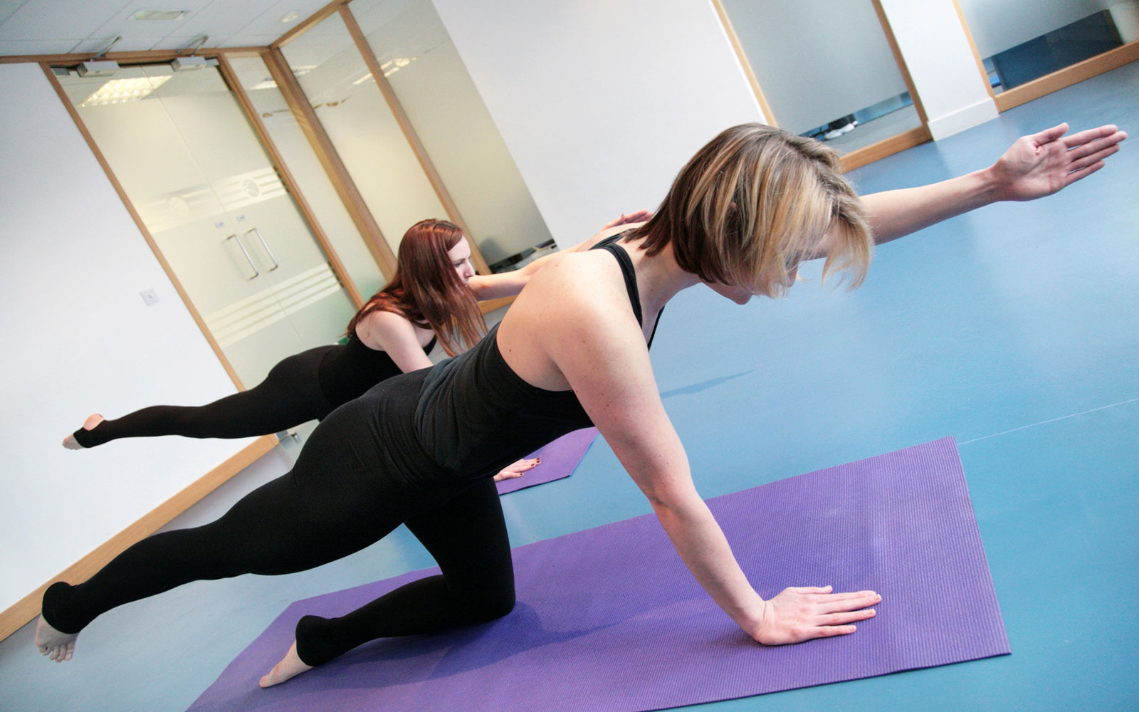 Комплекс упражнений при сутулости спины