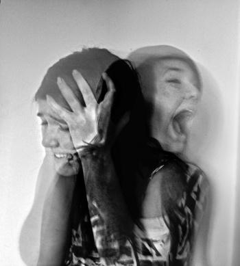 психические нарушения и галюцинации нередко сопровождают глиому