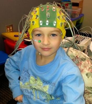 перед проведением ЭЭГ ребенка необходимо успокоить