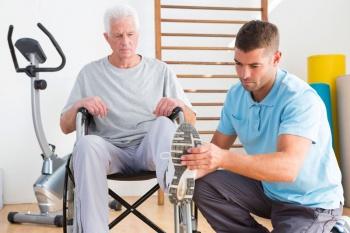 посещение реабилитационного центра помогает восстановить двигательные функции