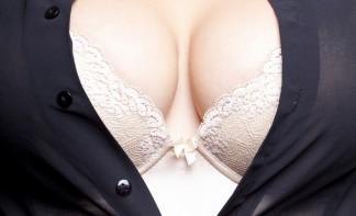 Острые соски на маленькой груди